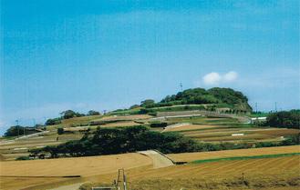 宮川方面から岩堂山を眺望