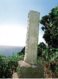 八景原の地に建つ供養塔