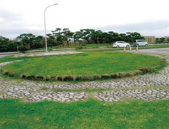 県立城ヶ島公園駐車場に残る円型の砲座