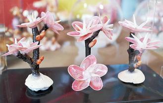 1輪ずつ手づくりされた河津桜
