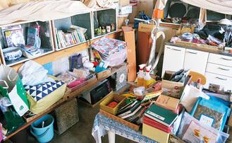 雑貨から電化製品まで多彩な品が並ぶ白象商店