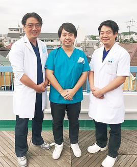 加藤理事長、古屋院長、六角歯科医師(左から)