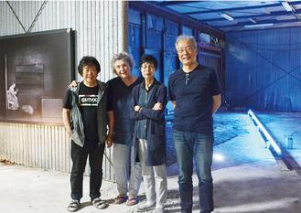 諸磯在住の作家、倉重さん(写真左)と勝又さん(同3人目)