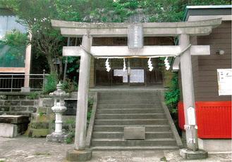 本殿の左、相州海南高家神社