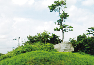 「歌の町」の歌碑がある歌舞島公園