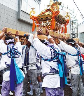 毎年7月に行われる海南神社例大祭で、下町を練り歩く様子(写真は過去のもの)