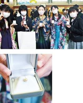 世界に1つの真珠を手にする名向小卒業生