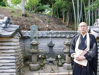 工事が進む三浦義明の墓周辺と永井住職