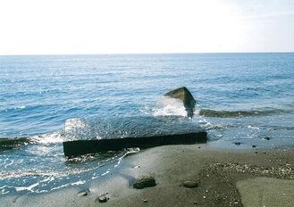 神社下の砂浜にある天神丸