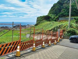 フェンスが設置された老人福祉保健センター前の海岸(今月10日撮影)