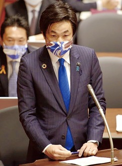 先月16日、予算委員会の質疑の様子