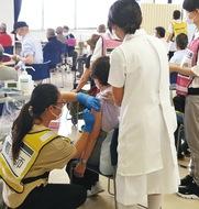 高齢者集団接種が開始