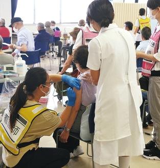 今月24日、三浦合同庁舎での接種の様子