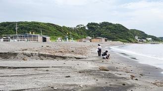 大雨から一夜明け、人がまばらの和田海水浴場(今月5日撮影)