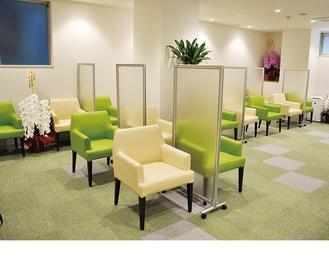 コロナ対策として奥の別室に待合室を設置
