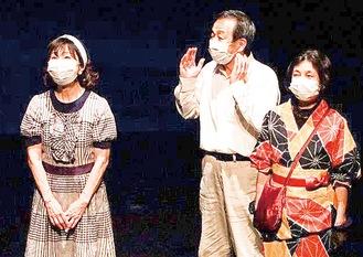 マスク着用で舞台に立つ。コロナ対策を講じながらの芝居