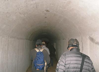 水仙ロードと地下壕