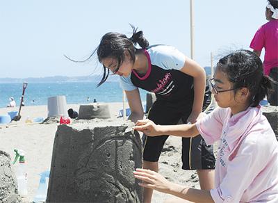 「砂像」作りに挑戦