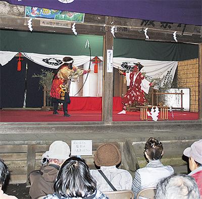 伝統の踊り「面神楽」