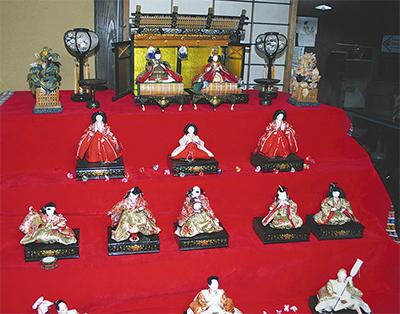 昭和のお雛様を展示