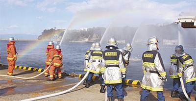 城ケ島で水難救助訓練