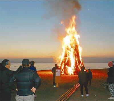 燃え盛る火に健康祈願