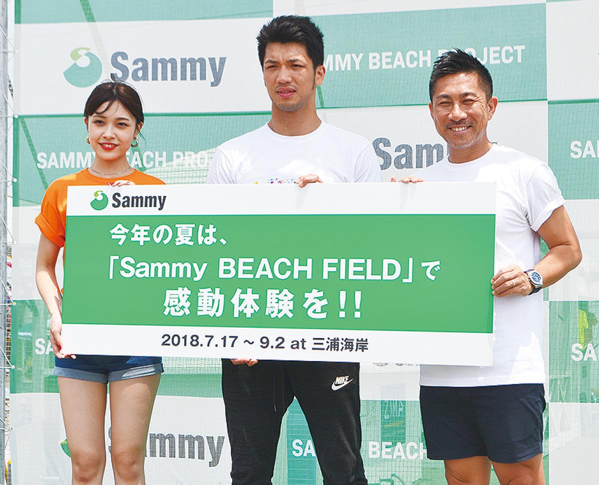 夏の砂浜、スポーツで熱く