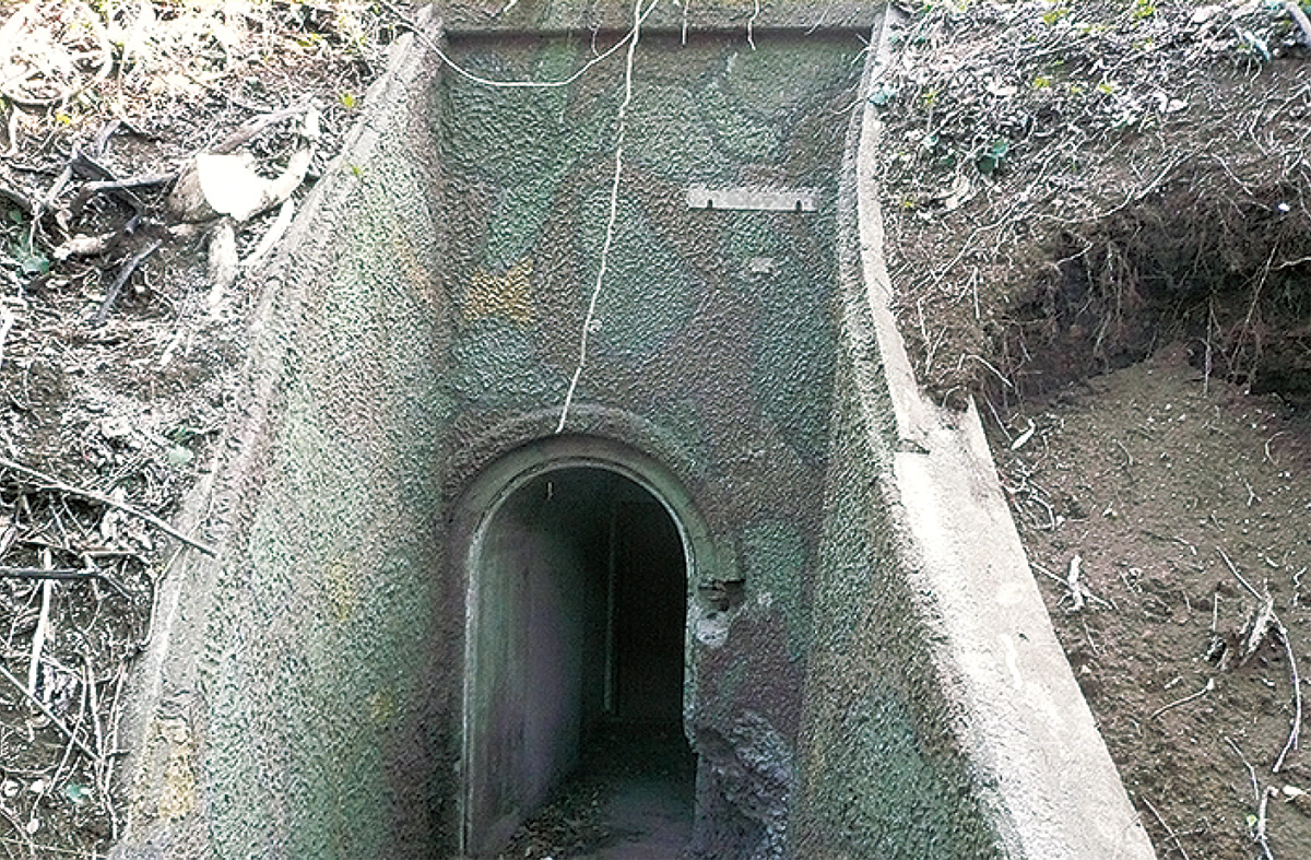 砲台地下壕内部を歩く