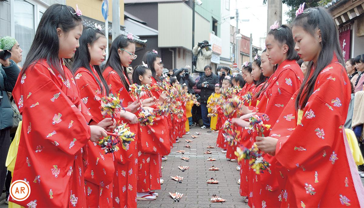 華やかに三崎伝統の舞