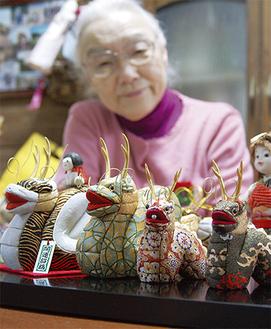 会長の武智さんが作った辰の人形もブースに並ぶ