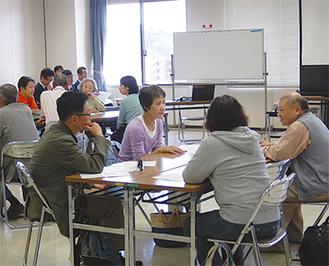 「環境」について意見を出し合う参加者