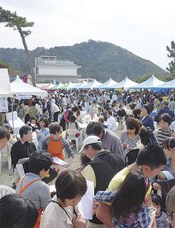 毎年多くの来場者で賑わう会場(写真は昨年=商工会提供)