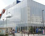 交流センターに隣接する同館