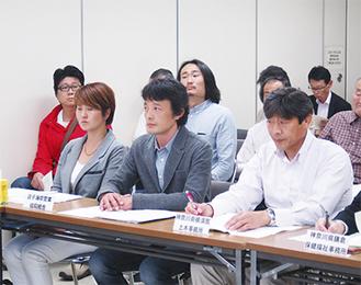 検討会に初めて出席した原敦理事長(前列中央)
