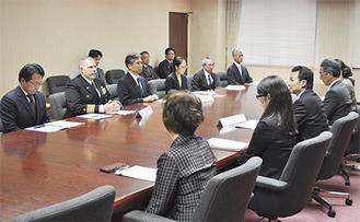 11月30日に共同使用を開始することで合意した(=先月27日、逗子市役所)