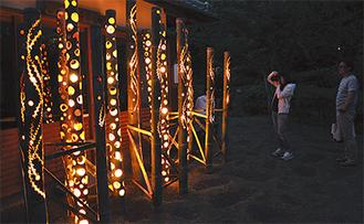 温かな光で会場を照らす竹あかり(=4日、しおさい公園)