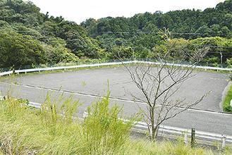 葉山中学校敷地内の建設予定地(=14日、堀内)
