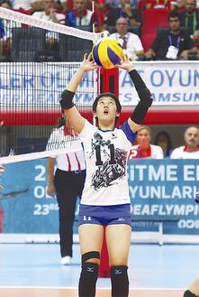 決勝戦で安定したトスを上げる中田さん(=トルコ・サムスン/写真は提供)