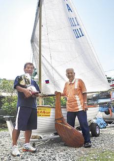 スキッパーを務めた平野さん(左)と会長の山路さん
