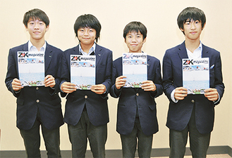 見開きでスイーツ特集を担当した(左から)塚田さん、有馬さん、稲垣さん、高野さん