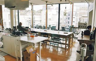 カフェのようにくつろげる空間が広がる