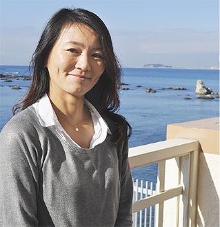 女子日本代表として第一線を走ってきた小菅さん。葉山から東京五輪セーリング会場の江の島を背景に
