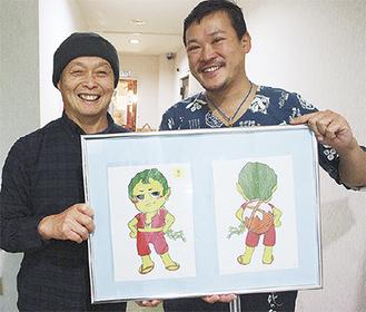 PRキャラクター「妖怪 アカモクン」を披露する実行委員長の神戸さん(右)と山上さん