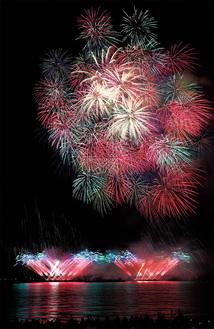 昨年の花火大会の様子(市観光協会提供)