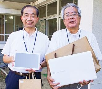 機器を持つ村松さん(左)と端末のセットアップなどを担当した角田理さん