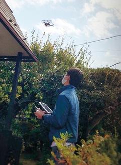 研修を受けたスタッフがドローンで屋根の状況を確認。正確な情報をその場で得られる