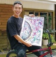 自転車で描いた絵 個展で披露