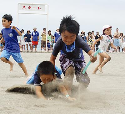 砂浜で熱戦