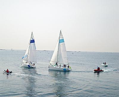 葉山港で海辺の祭り