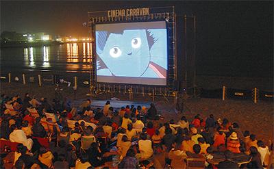 砂浜が映画館に―
